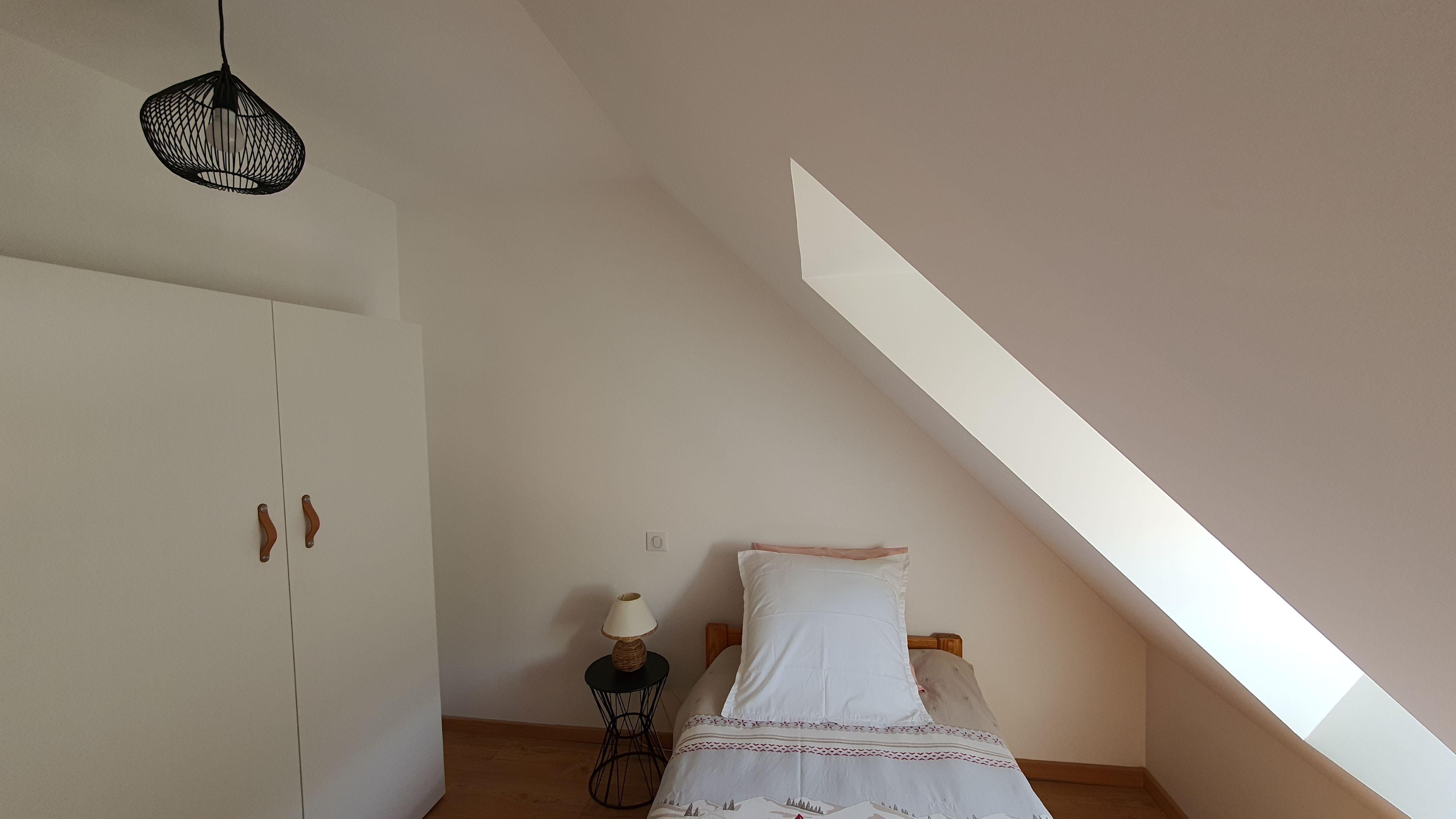chambre 2ème étage lit 90