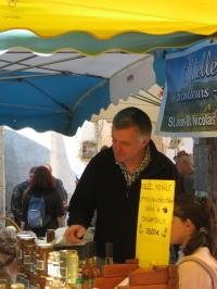 Patrik sur le marché de Pont du Fossé